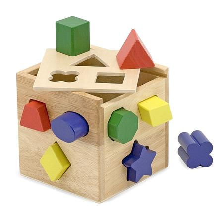 Cub din lemn cu forme de sortat Melissa and Doug*