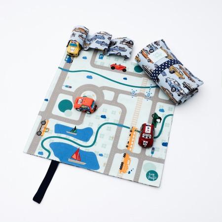 Set joaca cu 3 masinute si covoras Tiny Magic portabil *
